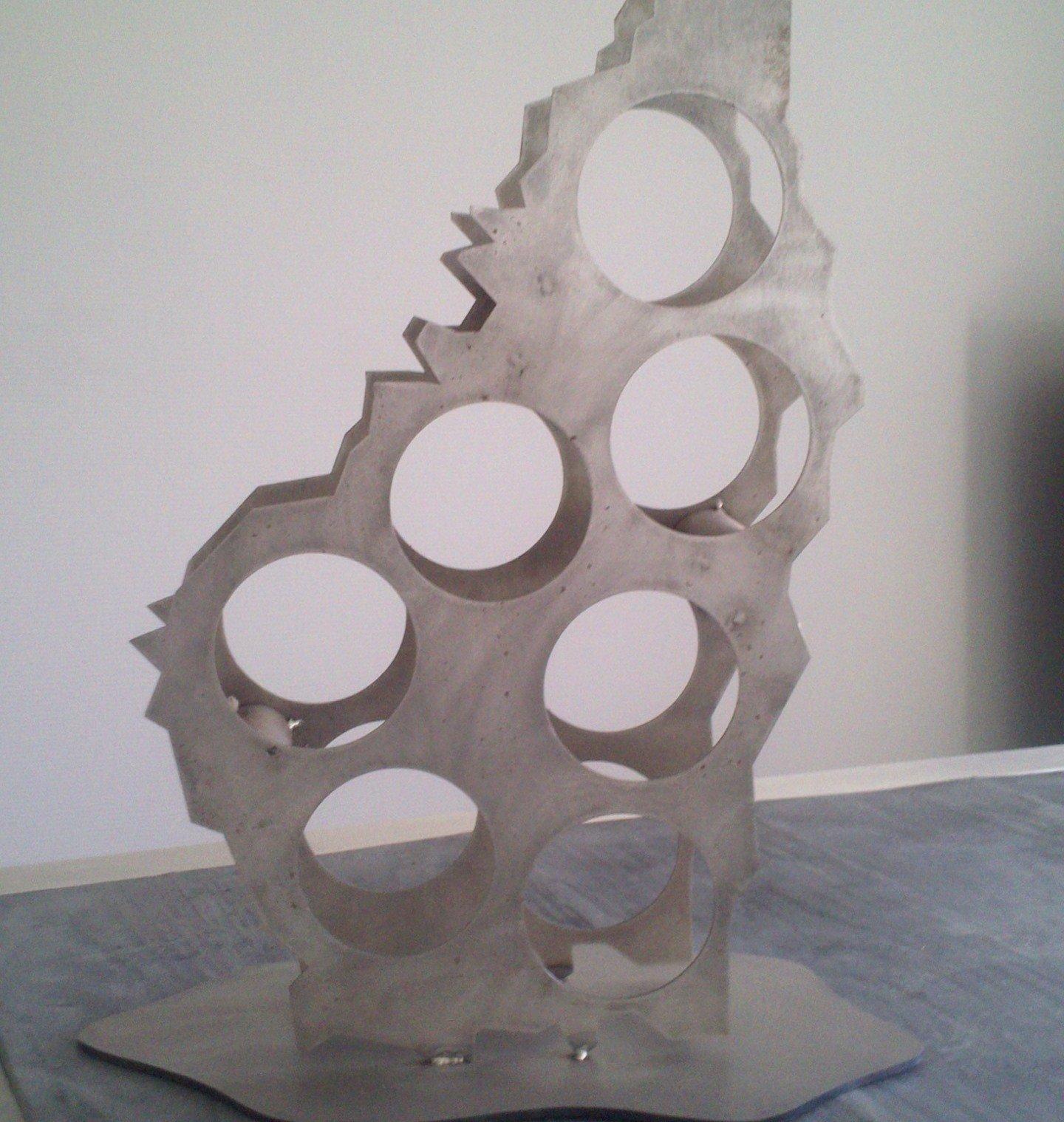 Porte-bouteille design Ardèche déoucpé au laser acier brut vernis