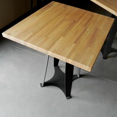 table de bar en acier vernis et plateau en chene - Chez Vinothentik à Chabeuil