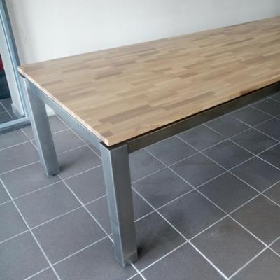 Table en inox brossé et plateau en chene - Sur mesure à Valence