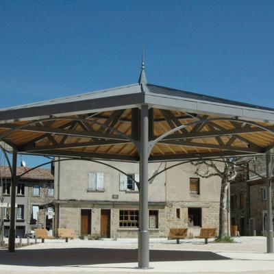 Kiosque moderne en aluminium et bois. Vernoux en Vivarais - 2017