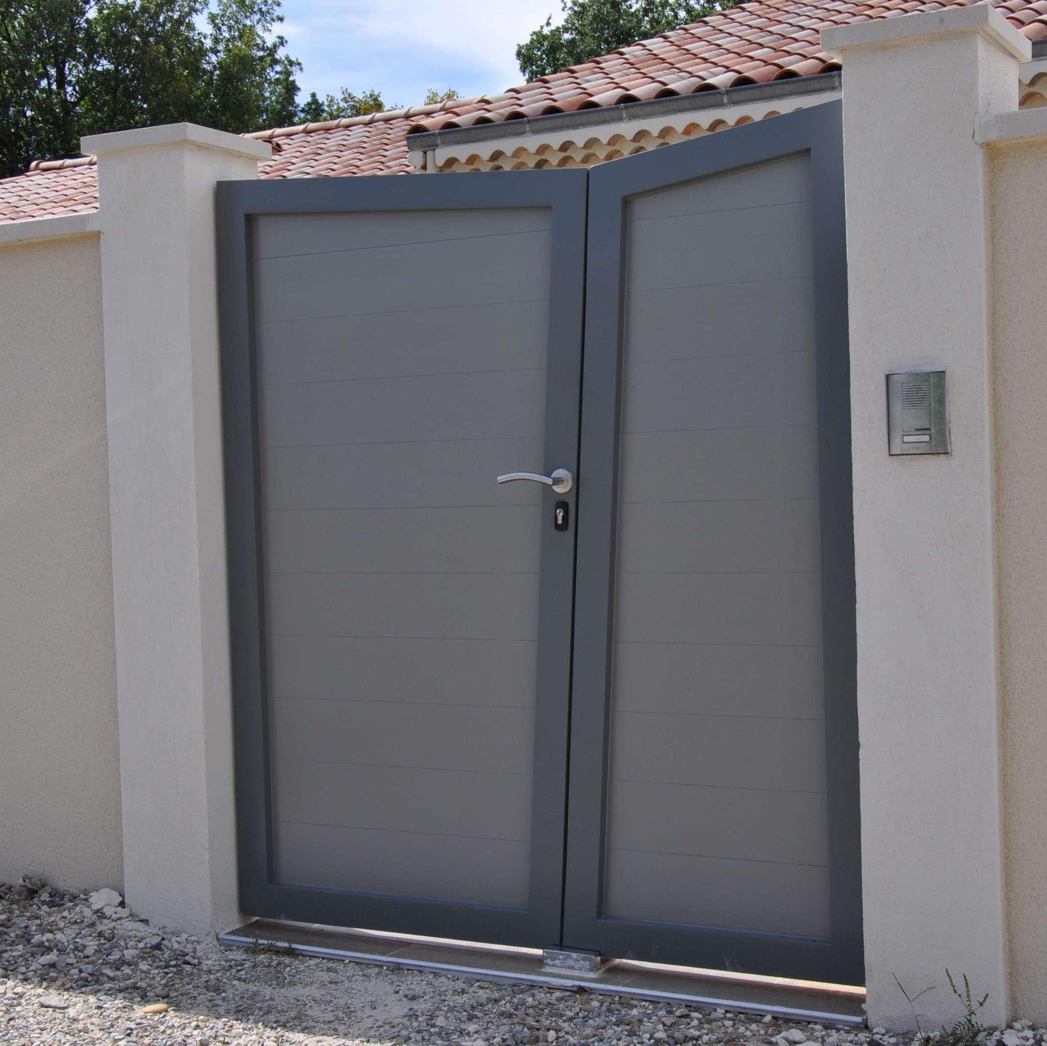 Portail deux battants en aluminium 1.8m - peinture carosserie couleur au choix  - vue extérieure - Drome