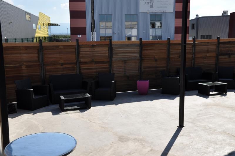 installation de brises vue et claustras en dr me ard che sg concept. Black Bedroom Furniture Sets. Home Design Ideas