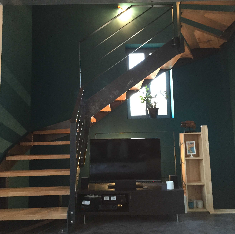 Escalier en acier brut avec marches en Hévéa - Montélimar Drome