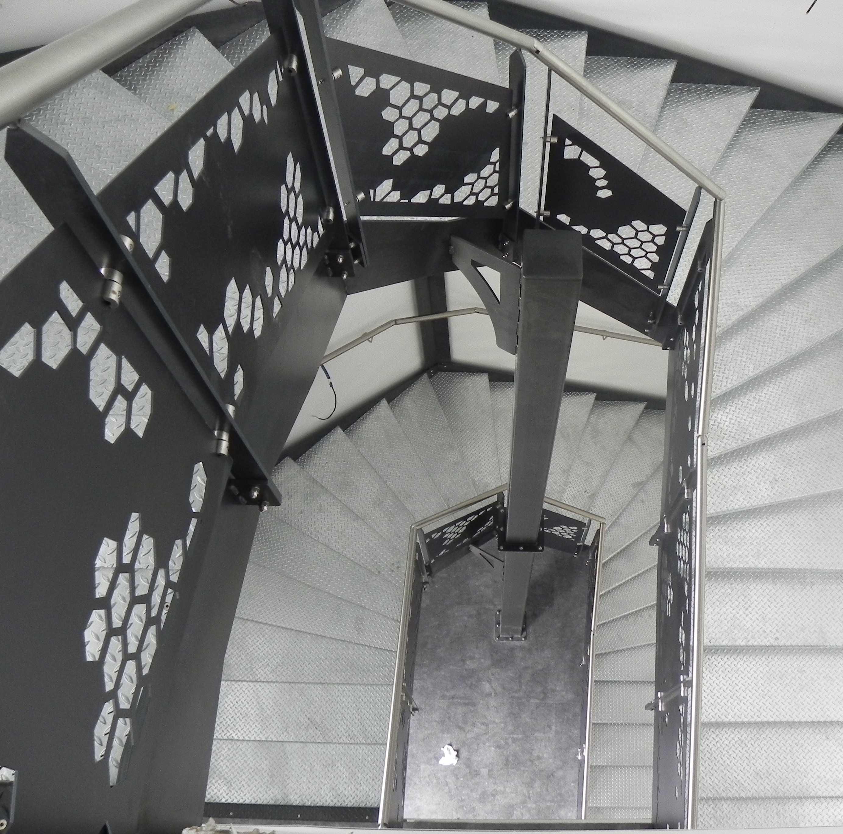 Escalier deux unités de passage suivant les normes d'accéssibilité PMR et ERP