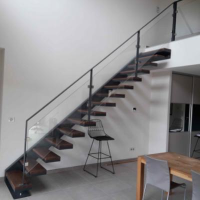 Escalier en acier et bois avec limon latéraux