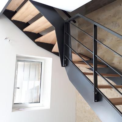 Escalier quart tournant acier avec marches en chêne