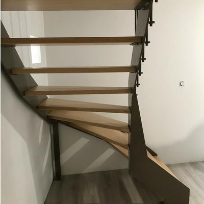 Escalier quart tournant en acier et marches en hêtre - Drôme