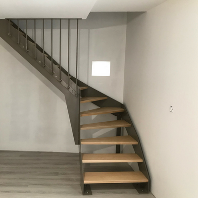 Escalier métallique avec marches en hêtre - Drôme