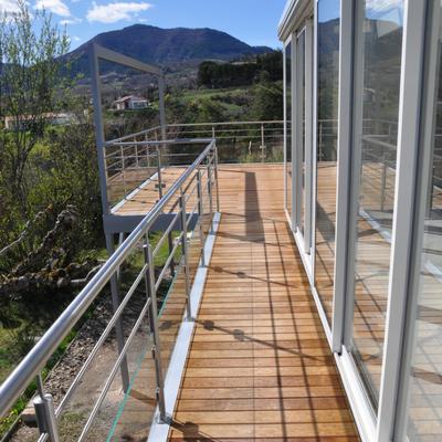 Terrasse sur pilotis en aluminium et bois