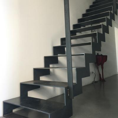Escalier avec limons latéraux en acier - Valence