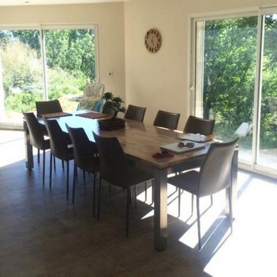 Table en inox brossé avec plateau en chêne