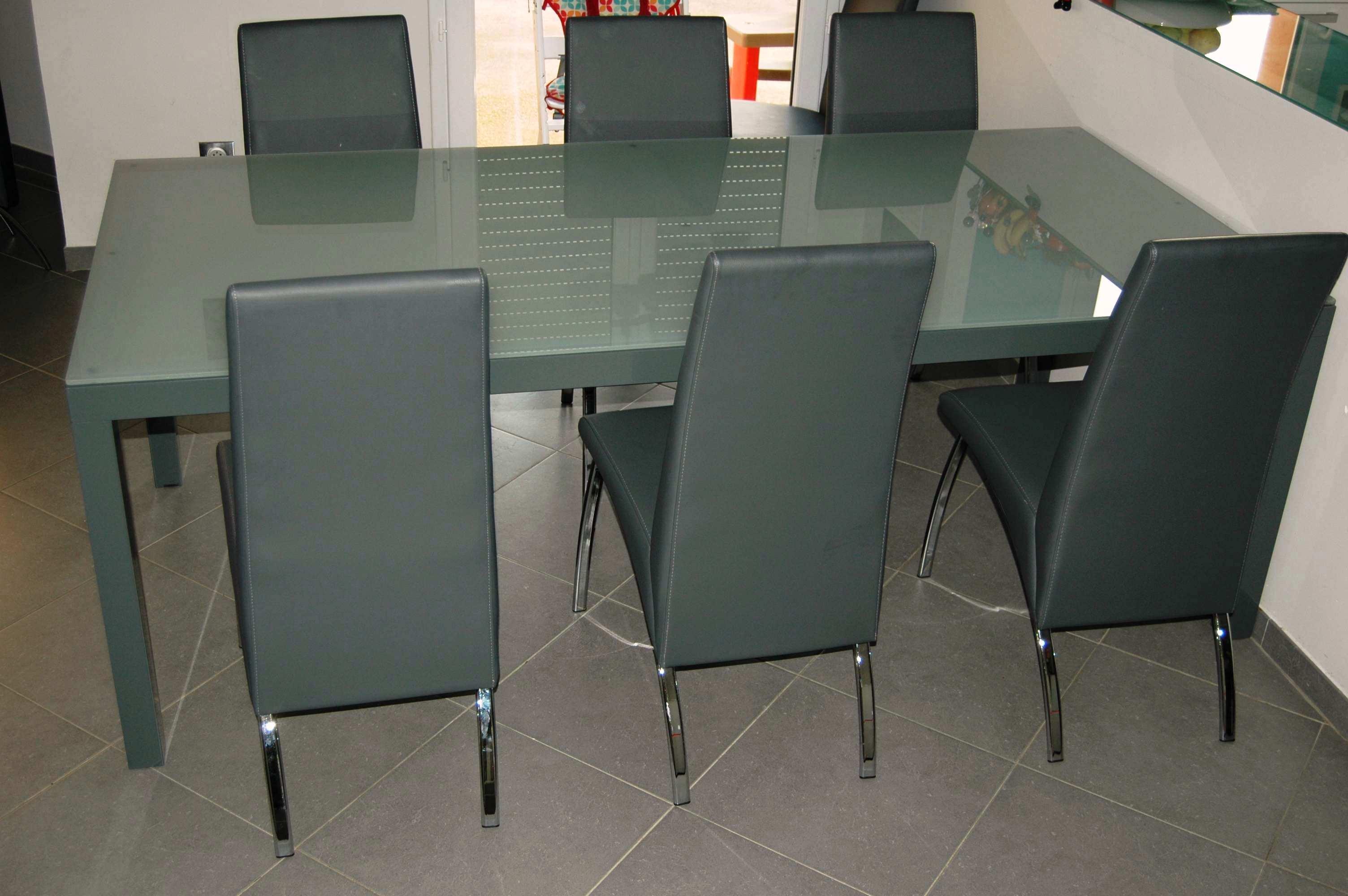 Table en aluminium avec plateau de verre